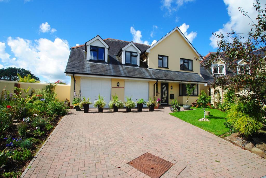 5 Bedrooms Detached House for sale in Coles Court, Ashreigney