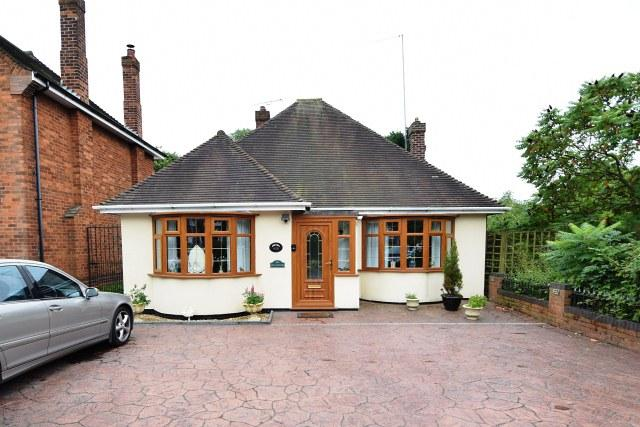 2 Bedrooms Detached Bungalow for sale in Lichfield Road,Wolverhampton,West Midlands