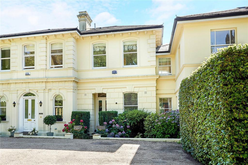 3 Bedrooms Terraced House for sale in Hollyshaw, Camden Park, Tunbridge Wells, Kent, TN2