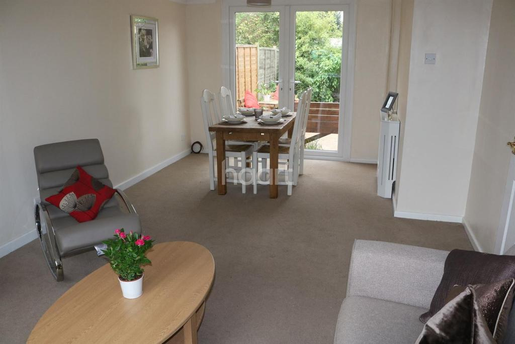 3 Bedrooms End Of Terrace House for sale in Hanbury Close