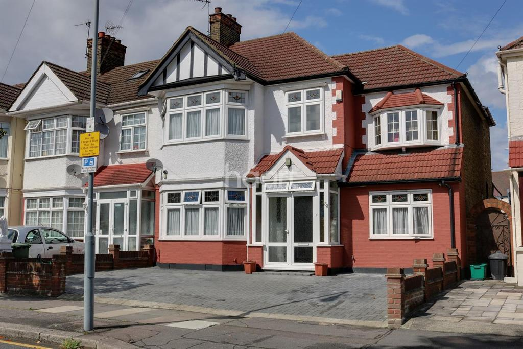 4 Bedrooms Semi Detached House for sale in Headley Drive, Gants Hill