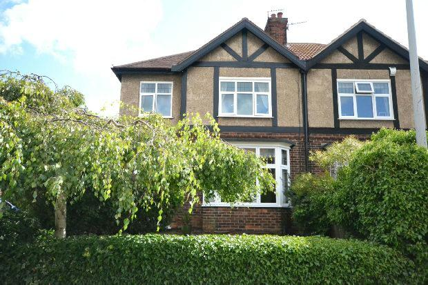 4 Bedrooms Semi Detached House for sale in Connaught Avenue, Grimsby