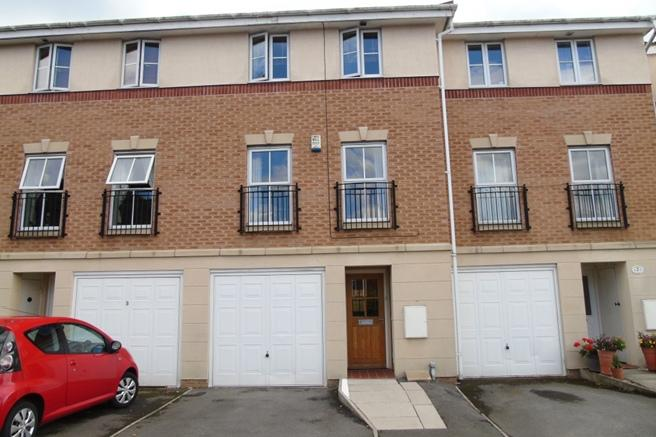 3 Bedrooms Town House for sale in 5 Dayhouse Court, Redbrook, Barnsley, S75 1GX