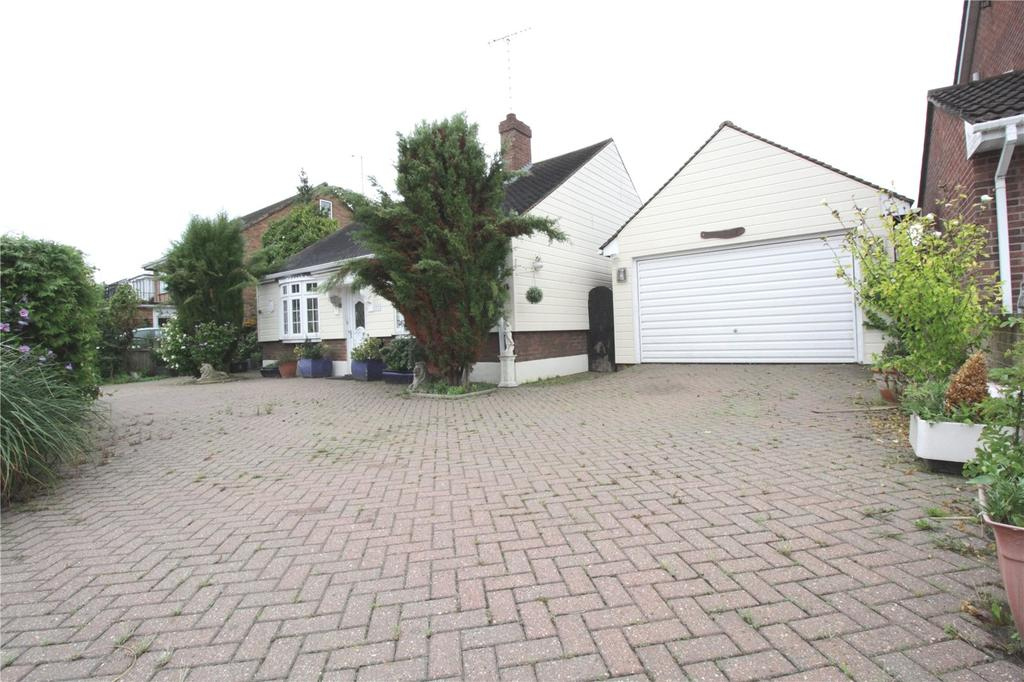 2 Bedrooms Detached Bungalow for sale in New Century Road, Laindon, Essex, SS15