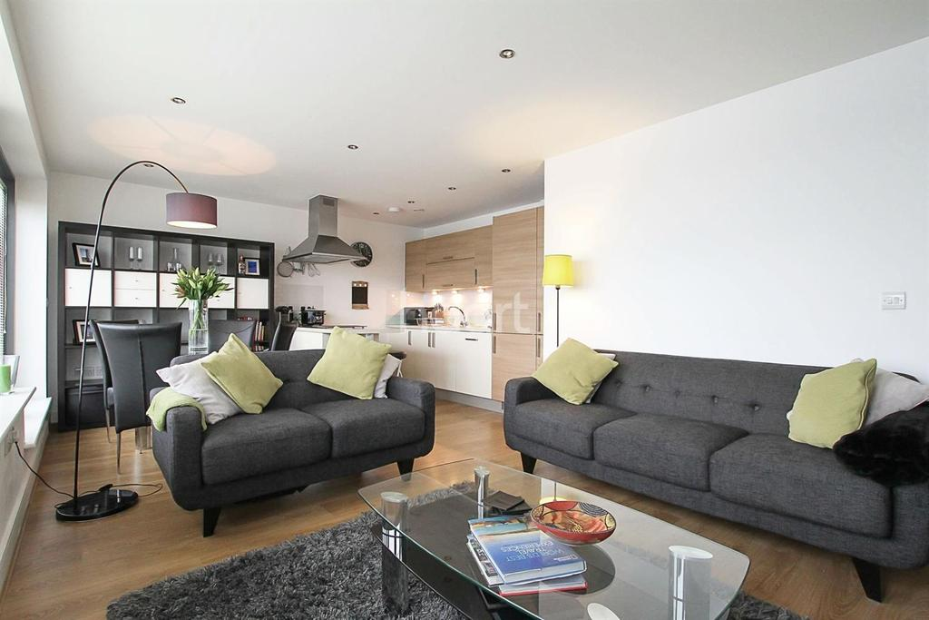 2 Bedrooms Flat for sale in Monument Cout, Stevenage Old Town
