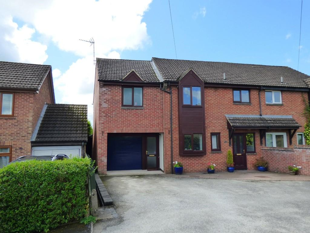 4 Bedrooms Semi Detached House for sale in Lambourne Avenue, Ashbourne