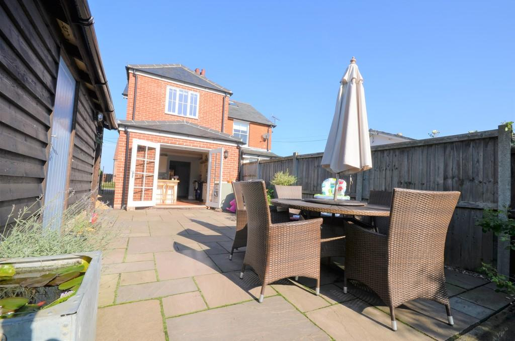 3 Bedrooms Semi Detached House for sale in Swan Street, Chappel, CO6 2EE