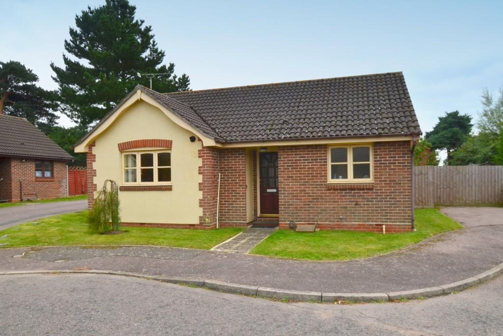2 Bedrooms Detached Bungalow for sale in Yewtree Grove, Kesgrave, IP5 2GL
