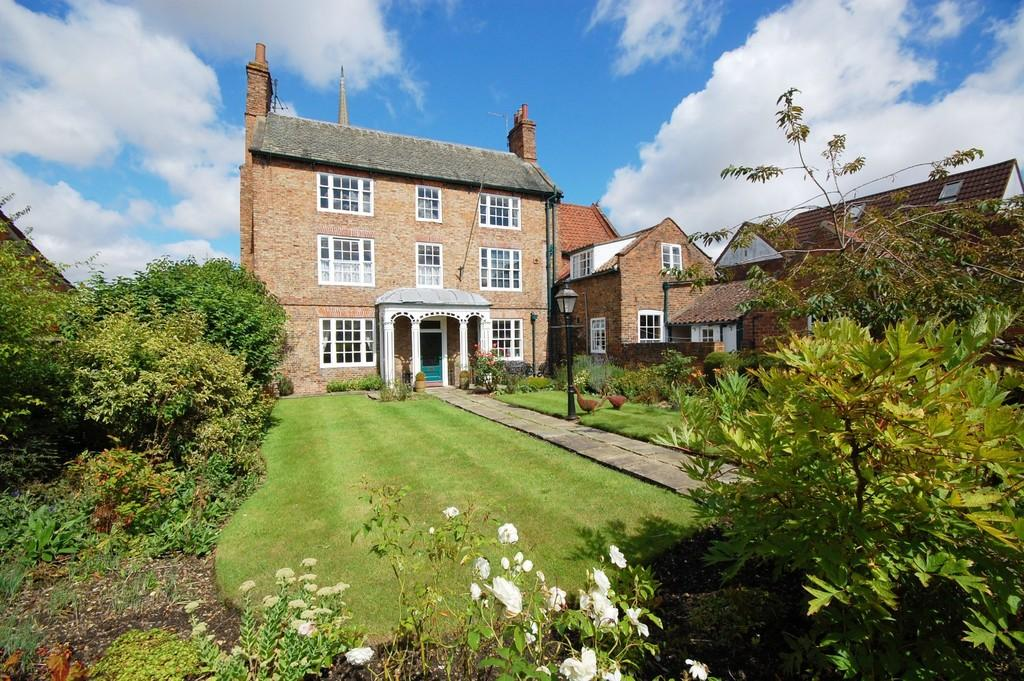 5 Bedrooms Detached House for sale in Gospelgate, Louth