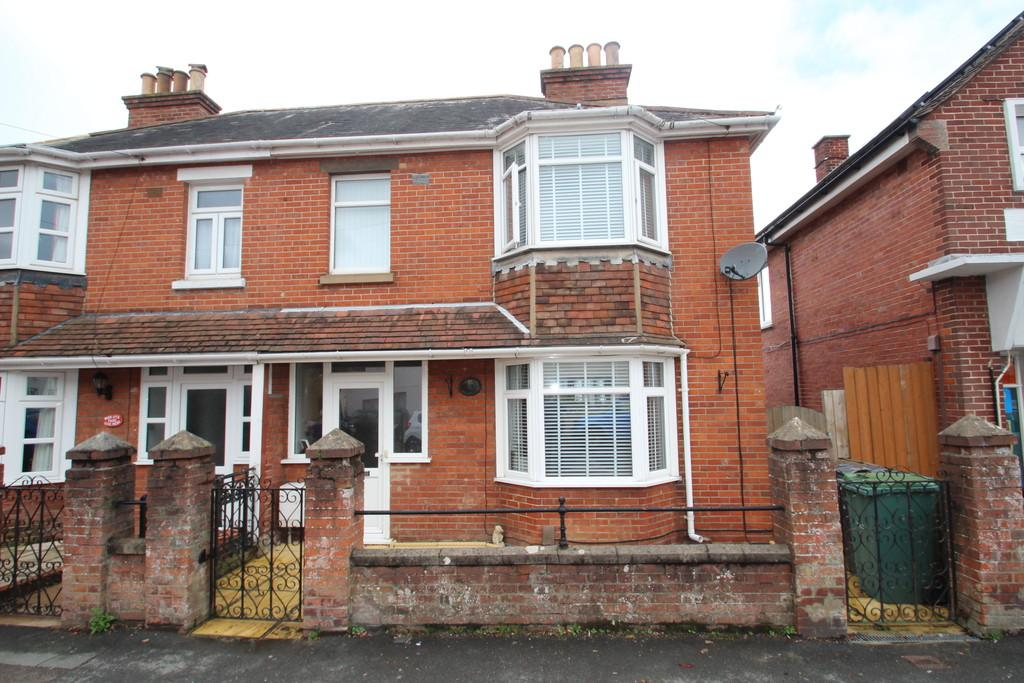 3 Bedrooms Semi Detached House for sale in Connaught Road, East Cowes