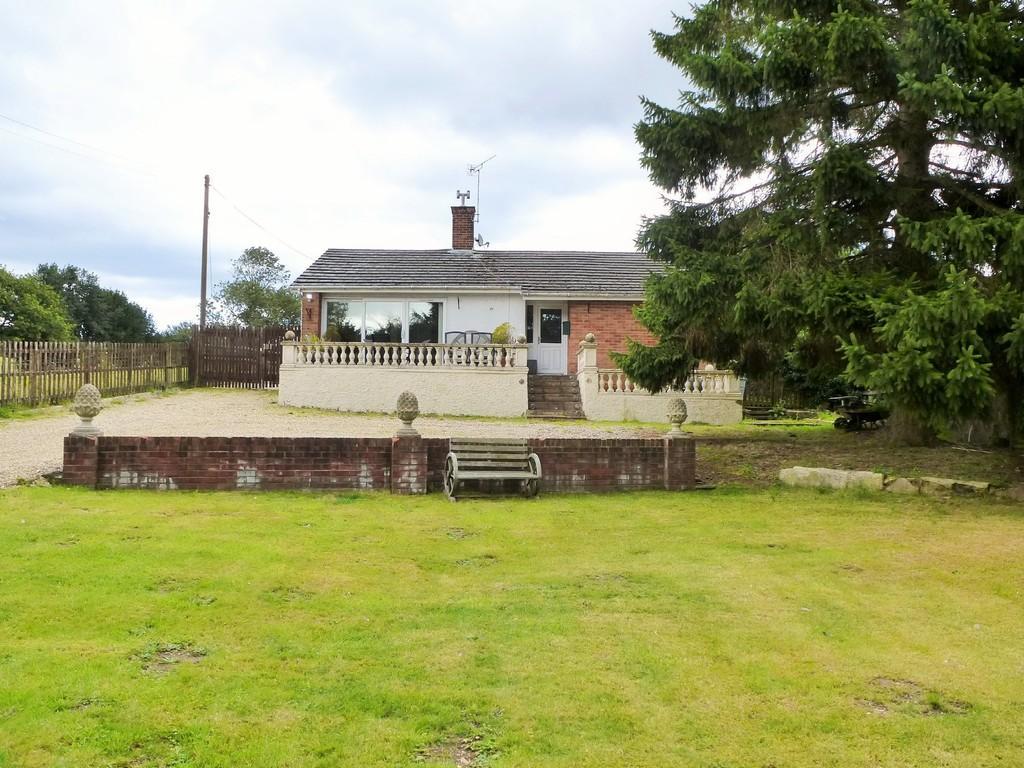 3 Bedrooms Detached Bungalow for sale in Chapel Road
