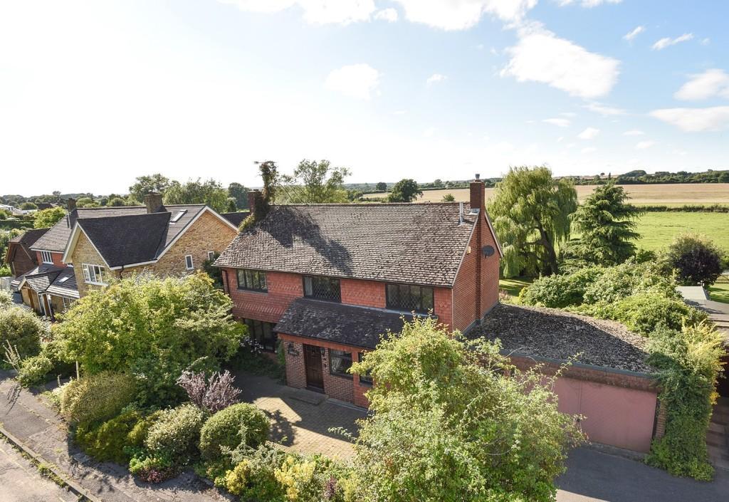 3 Bedrooms Detached House for sale in Weybank, Bentley