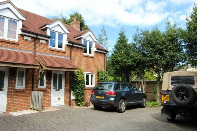3 Bedrooms End Of Terrace House for sale in Richmond Park Road , Charminster