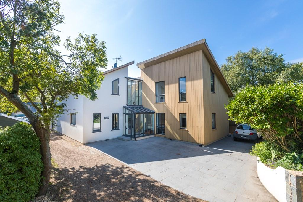 7 Bedrooms Detached House for sale in Rocque Balan Lane, Vale, Guernsey