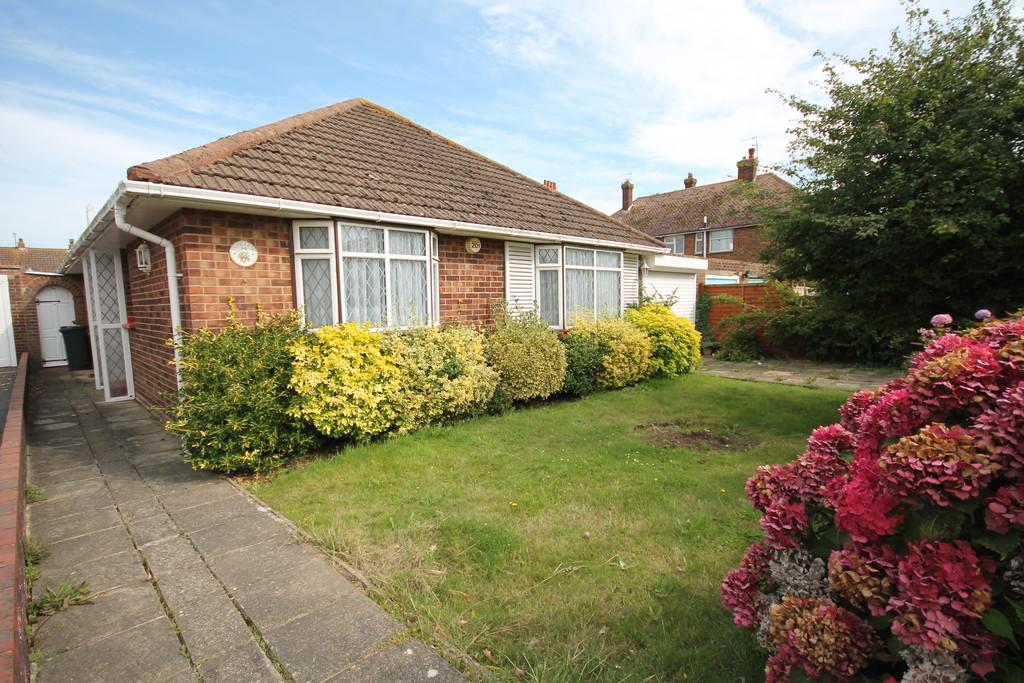 2 Bedrooms Detached Bungalow for sale in Southview Close, Shoreham-by-Sea, BN43 6LJ