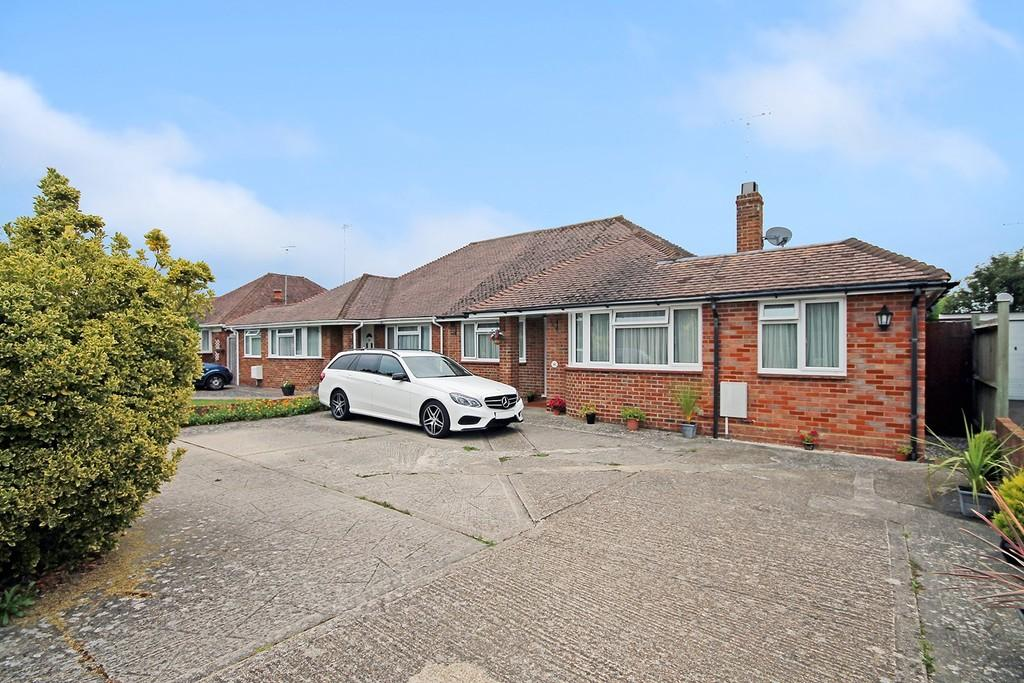 3 Bedrooms Semi Detached Bungalow for sale in Goring Way, Goring-by-sea, Worthing BN12 4TY