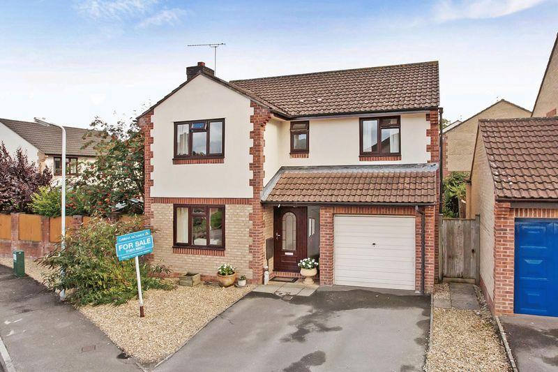 4 Bedrooms Detached House for sale in Gillards Close, Rockwell Green, Wellington