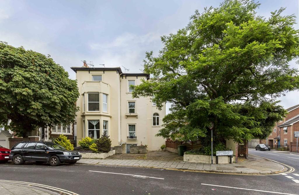 2 Bedrooms Apartment Flat for sale in Lennox Road North, Southsea