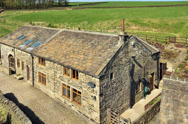 3 Bedrooms Farm House Character Property for sale in The Farmhouse, Upper Booth Farm, Rishworth, HX6 4RQ