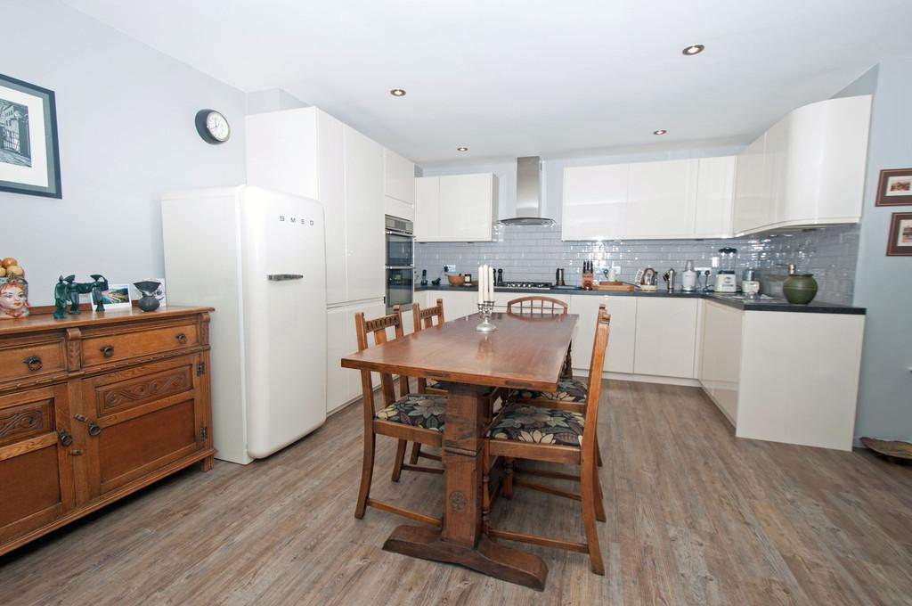 3 Bedrooms Terraced House for sale in Anworth Close, Woodford Green