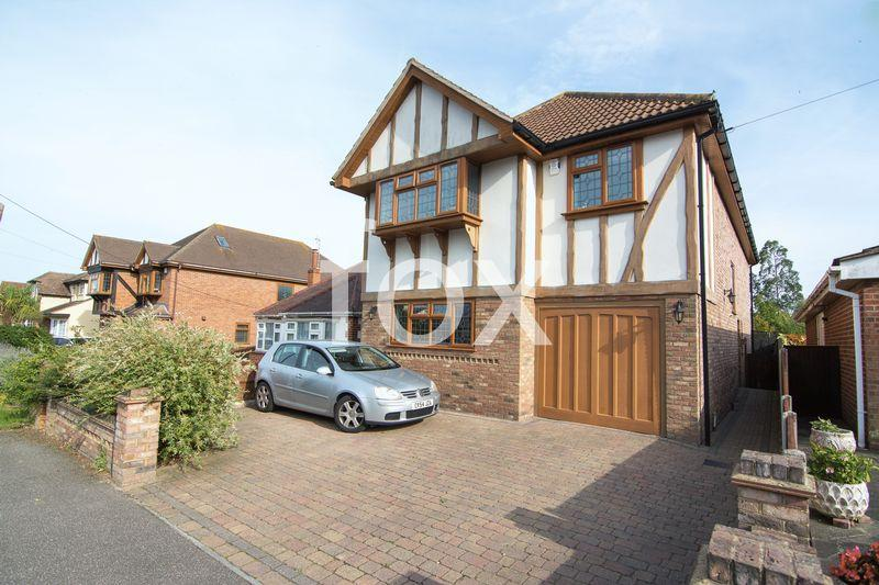 4 Bedrooms Detached House for sale in York Road, Rochford