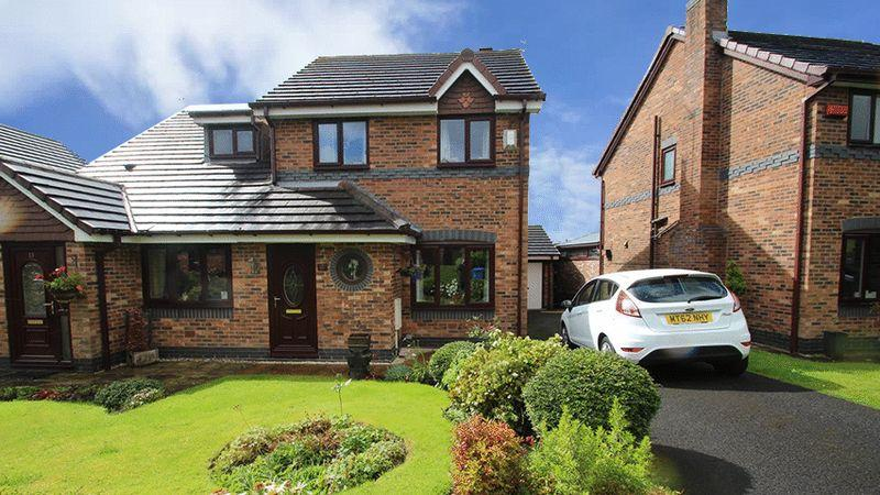 3 Bedrooms Semi Detached House for sale in Hargate Avenue, Norden, Rochdale OL12 7GL