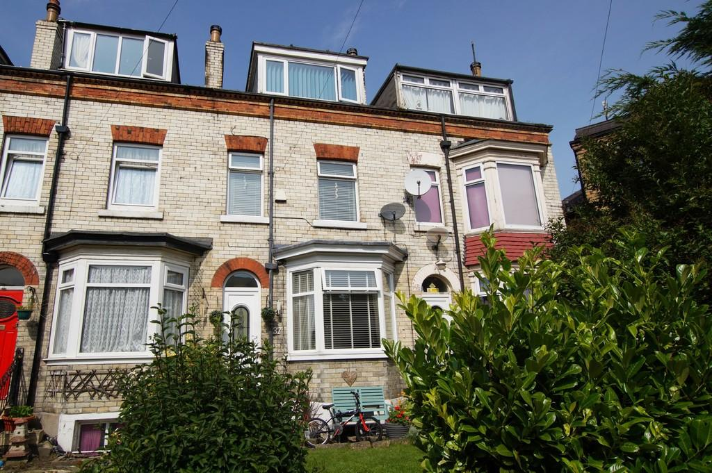 4 Bedrooms Terraced House for sale in 37 Gladstone Road, Scarborough