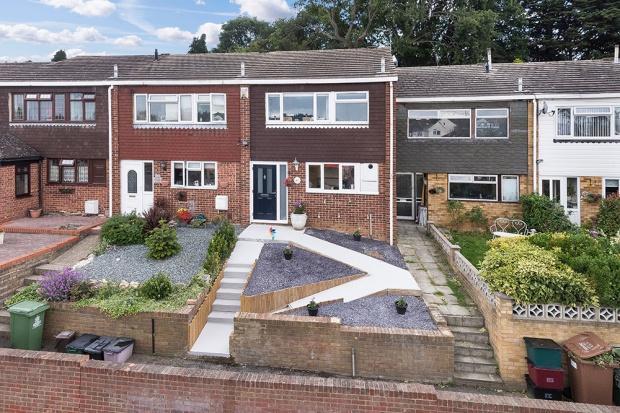 3 Bedrooms Terraced House for sale in Penn Lane, Bexley, DA5