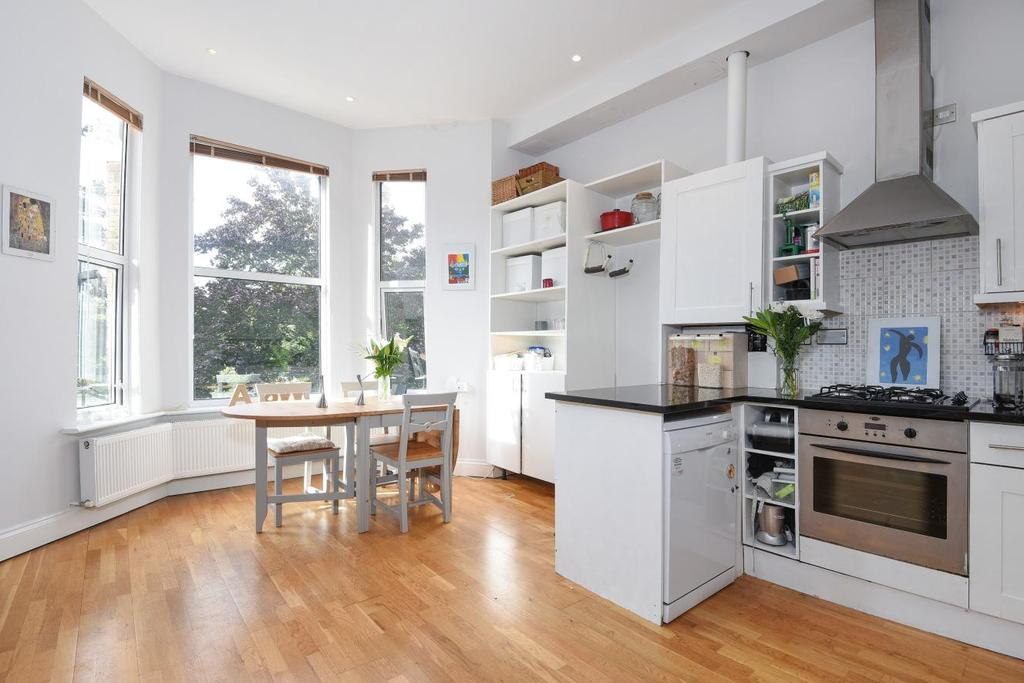 3 Bedrooms Flat for sale in Messina Avenue, West Hampstead