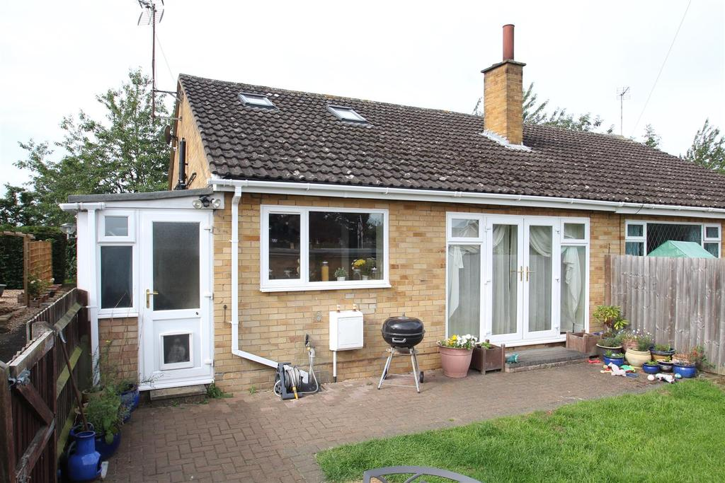 3 Bedrooms Semi Detached House for sale in Mays Way, Potterspury, Towcester