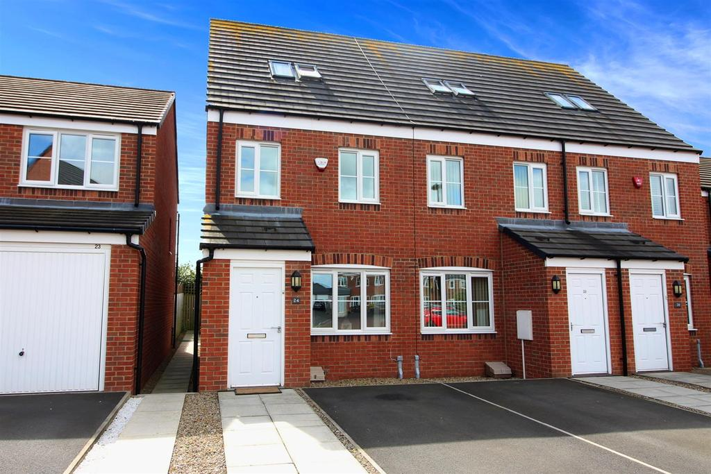 3 Bedrooms Town House for sale in Greenacres Close, Newcastle Upon Tyne