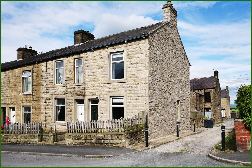 2 Bedrooms End Of Terrace House for sale in 86 York Street, Barnoldswick BB18 5BE