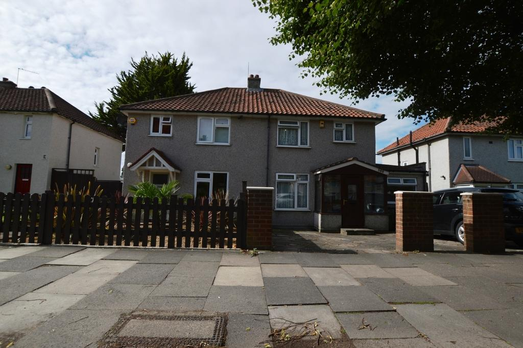 3 Bedrooms Semi Detached House for sale in Rochester Way London SE9
