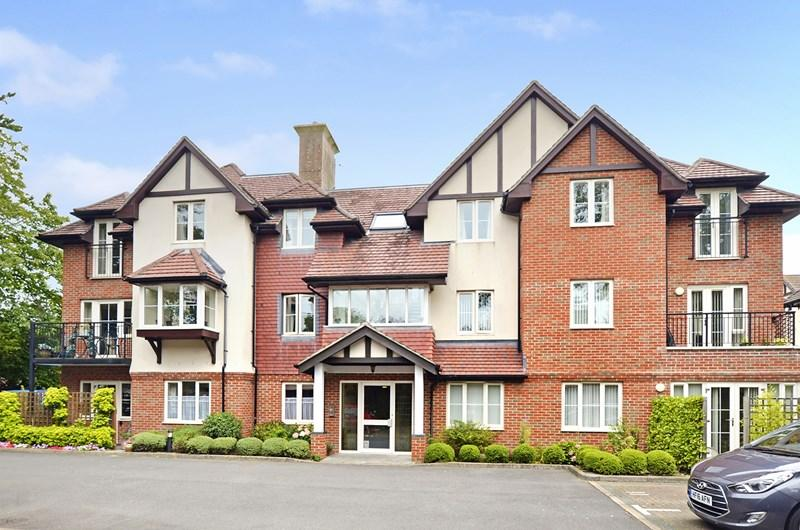 2 Bedrooms Apartment Flat for sale in Station Road, West Moors, Ferndown