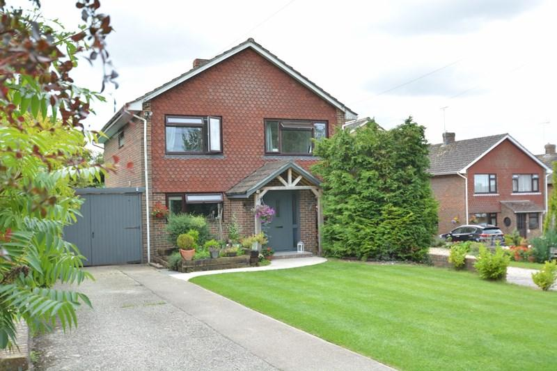 4 Bedrooms Detached House for sale in Conholt Road, Andover