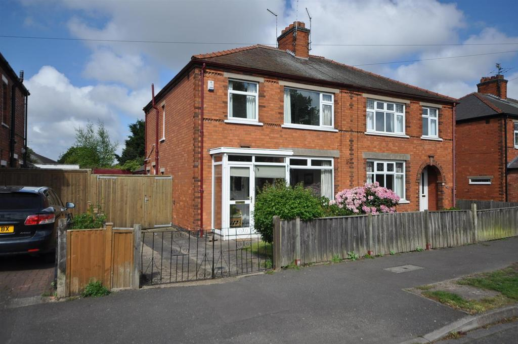 3 Bedrooms Semi Detached House for sale in Gladstone Road, Newark