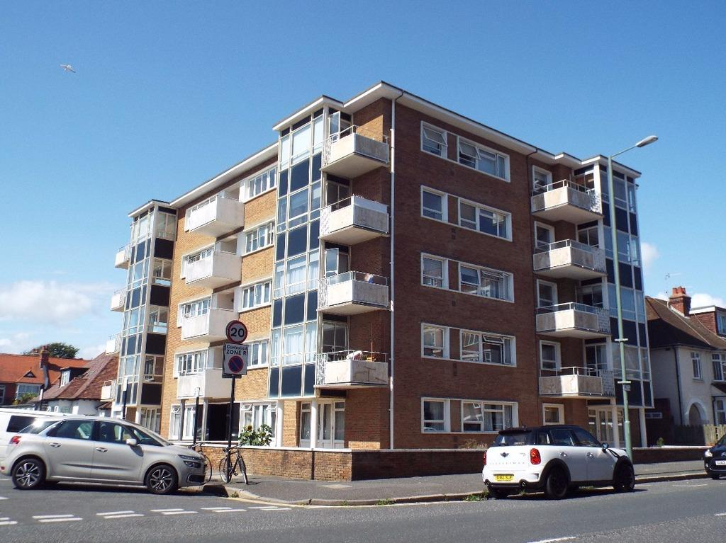 2 Bedrooms Flat for sale in Princes Avenue Hove East Sussex BN3