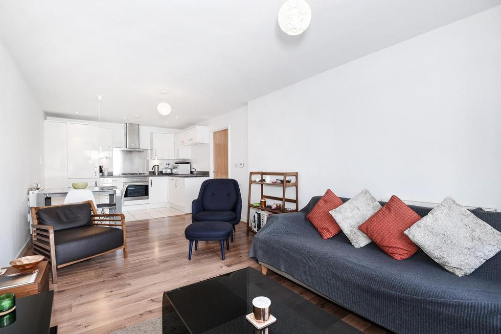 2 Bedrooms Flat for sale in Lovelace House, Ealing