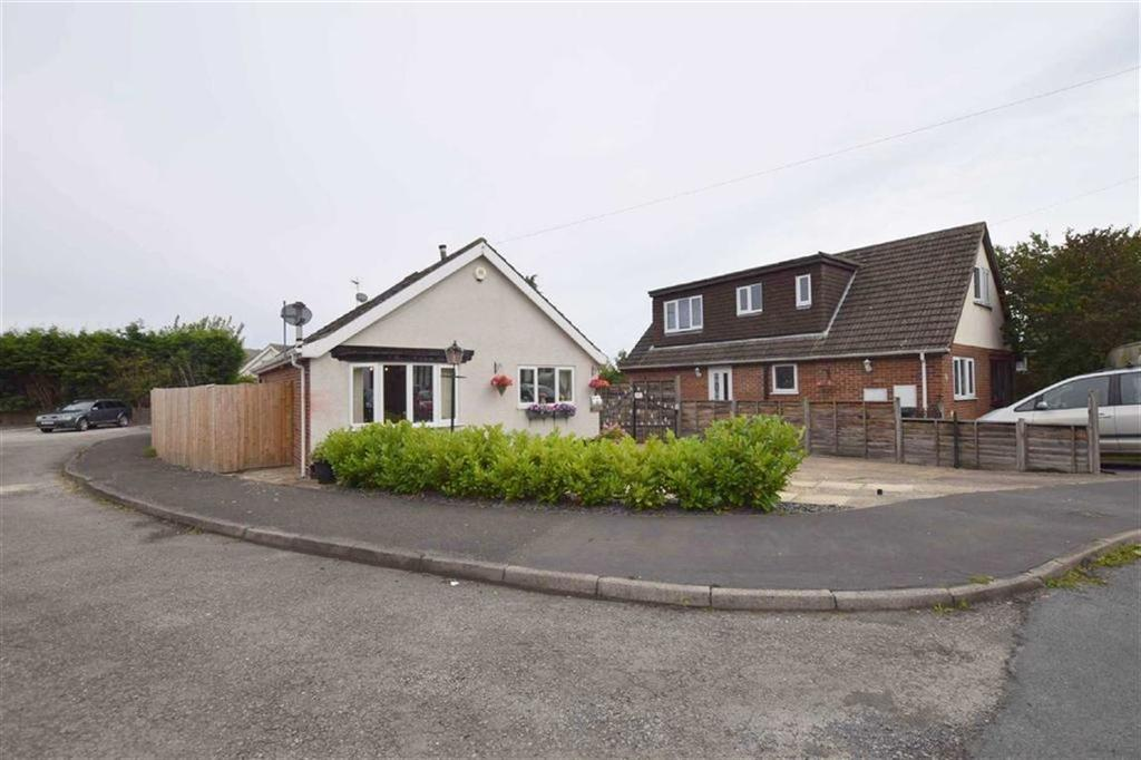 2 Bedrooms Detached Bungalow for sale in South View, Holton Le Clay, North East Lincolnshire