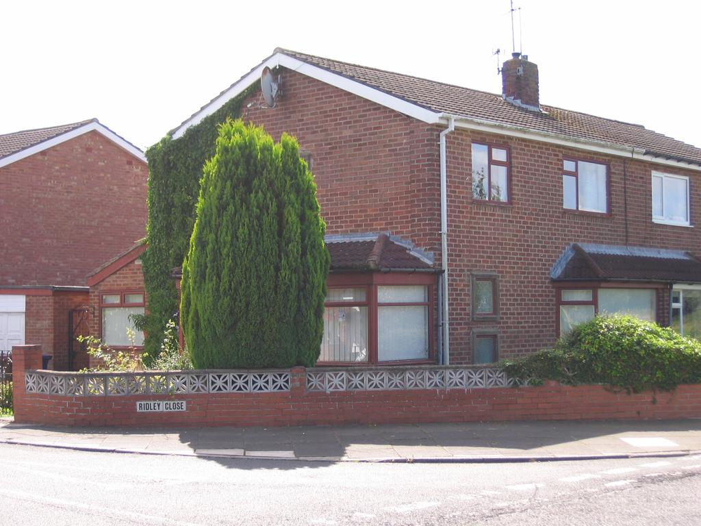 3 Bedrooms Semi-detached Villa House for sale in Ridley Close, Red House Farm, Gosforth, Newcastle upon Tyne NE3