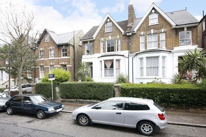 1 Bedroom Flat for sale in St Mary's Road, Nunhead, SE15