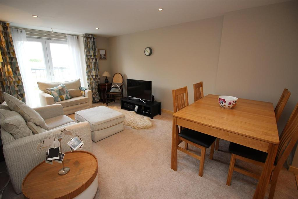 2 Bedrooms Apartment Flat for sale in Wrendale Court, Gosforth