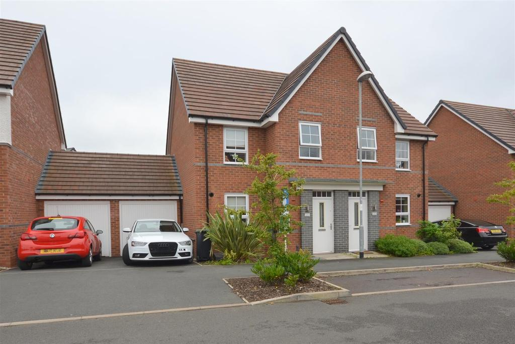 3 Bedrooms Semi Detached House for sale in Pipers View, Meir, Stoke-On-Trent