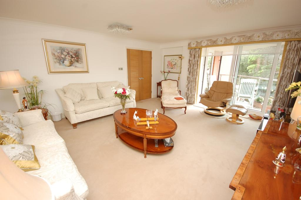 2 Bedrooms Apartment Flat for sale in Green Park, 91 Manor Road, Bournemouth BH1