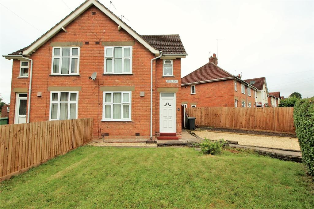 2 Bedrooms Semi Detached House for sale in Hazel Road, Redditch
