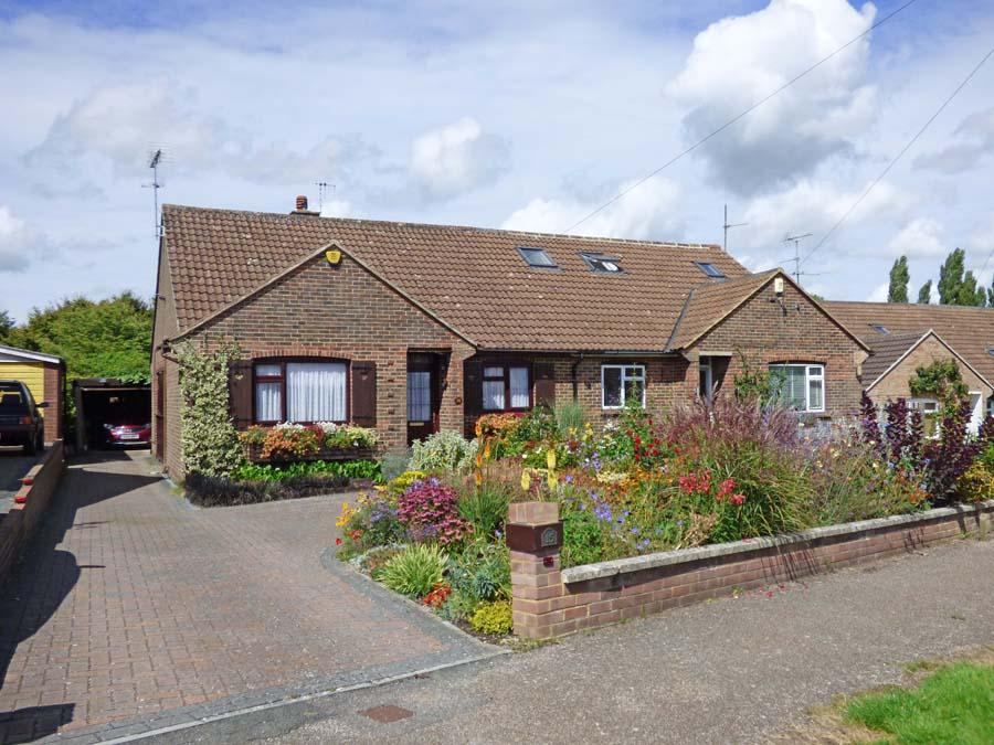 2 Bedrooms Bungalow for sale in Orchard Way, Hurstpierpoint, BN6