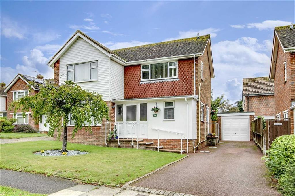 3 Bedrooms Detached Bungalow for sale in Kingsmead, Seaford