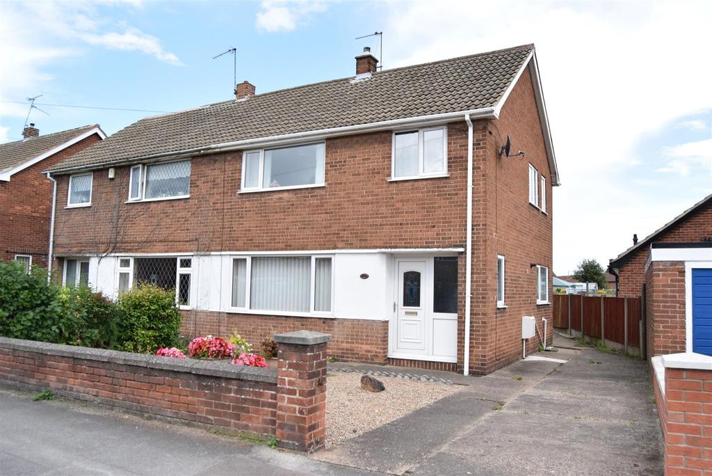 3 Bedrooms Semi Detached House for sale in Gorseway, Clipstone, Mansfield
