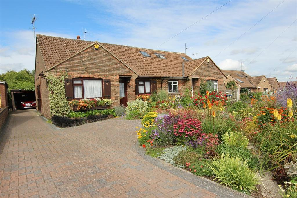 2 Bedrooms Bungalow for sale in Orchard Way, Hurstpierpoint, Hassocks