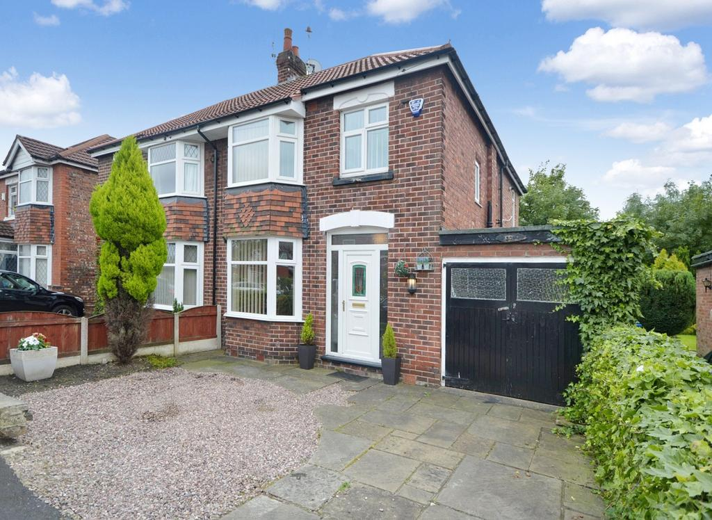 4 Bedrooms Semi Detached House for sale in Boundary Road, Cheadle